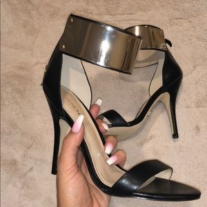 Bebe black strappy heels with Gold accent NWT🖤
